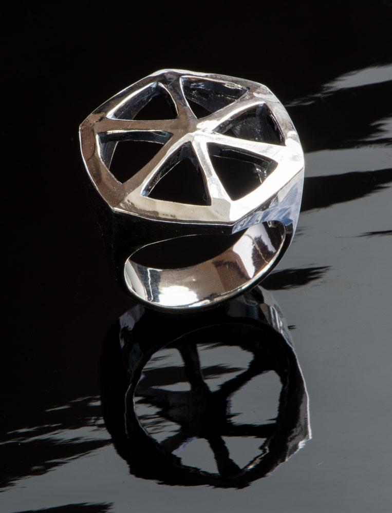 Hexagonal ring